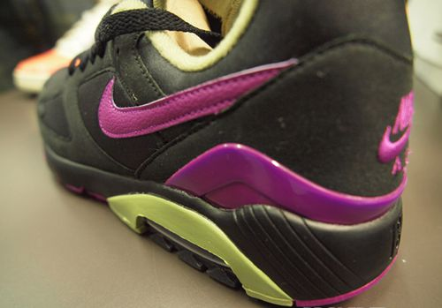 NikeAirMax180-Holiday2010-Preview-copie-1.jpg