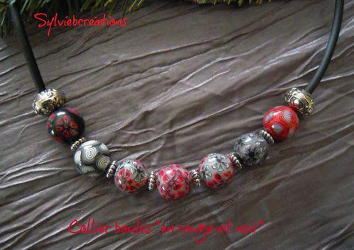 collier-boules-rouge-et-noir.jpg