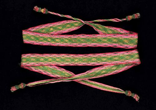 Plaited-silk--sprang--and-gilt-metal-with-tassels--copie-2.jpg