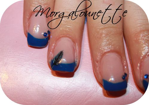 pose en gel french bleue nail art plume Morgalounette (3)