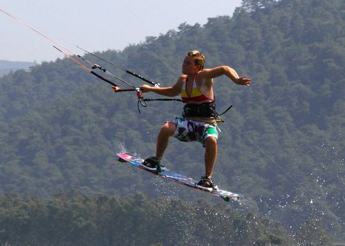 holly-kennedy-kitesurf-10.jpg