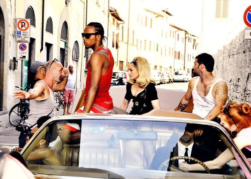20120717-pictures-madonna-turn-up-the-radio-making-of-02.jpg