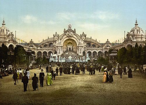 Le_Chateau_d-eau_and_plaza-_Exposition_Universal-_1900-_Par.jpg