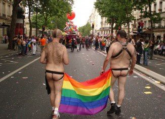 Gay-Pride-2011-Paris-326x235