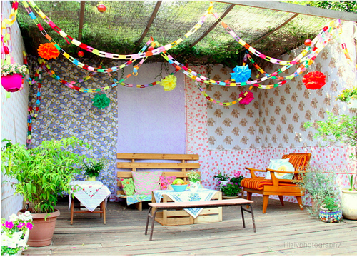 summer-garden-gazebo-with-patchwork-walls.png