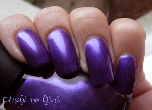 Nicole by opi Virtuous Violet 4