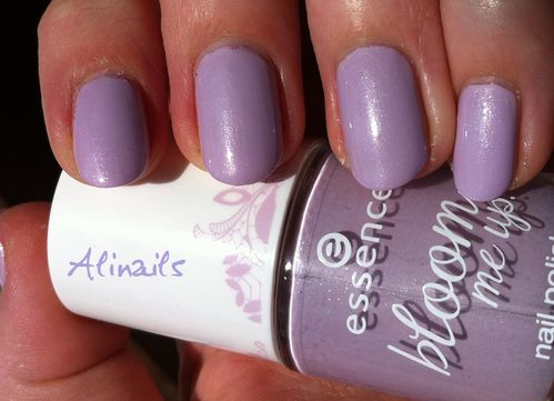 Essence Bloom me up violet 1
