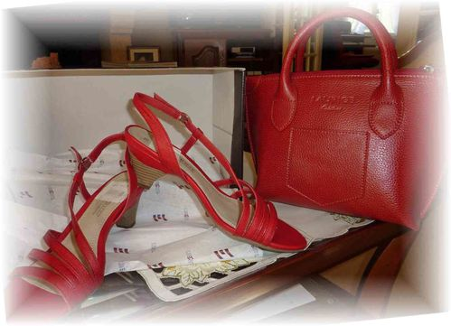 SAC-et-CHAUSSURES-rouges.jpg