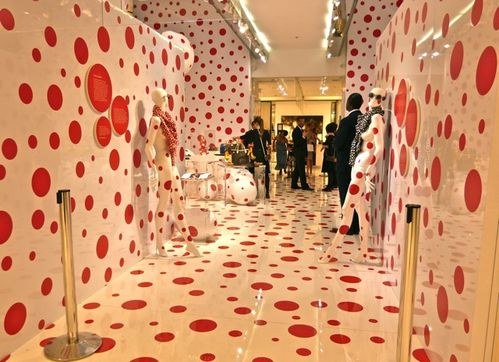 Kusama pop-up store Vuitton Printemps entrée