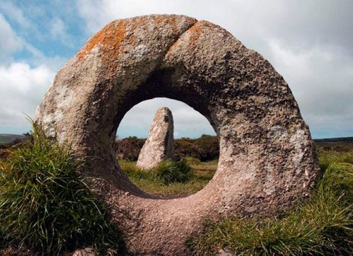Pierre de Men an tol en Cornouaille