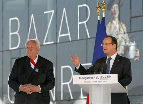 524503-french-president-francois-hollande-delivers-copie-1.jpg