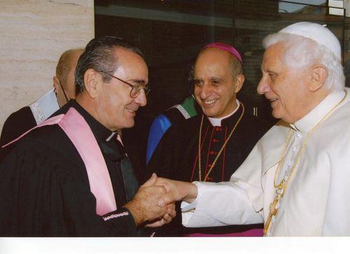 con-Benedetto-XVI4