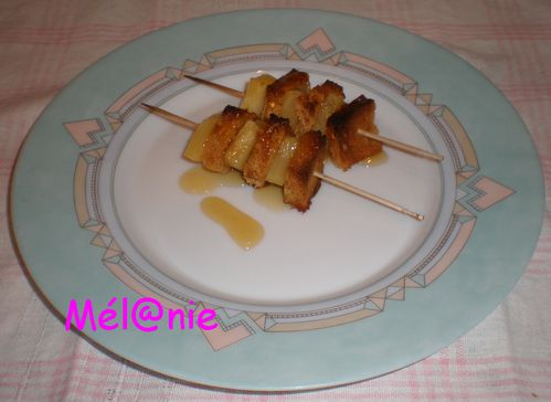 brochette_ananas_pain_d-epices.jpg