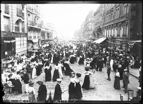Bal_populaire_du_14_juillet_1912_-Paris-.jpeg