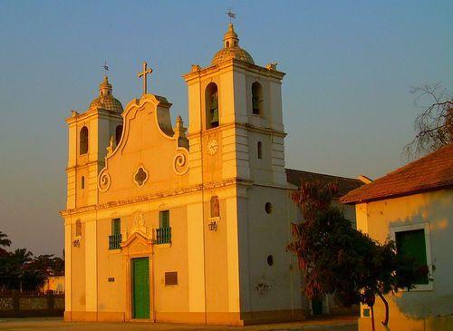 800px-Igreja_Benguela-_Angola_.jpg