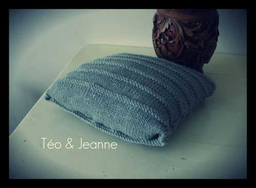 Coussin-tricot-gris-2.jpg