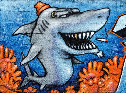 Fresque graffiti requins