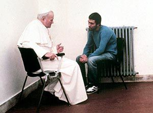 Juan-Pablo-II-y--Ali-Agca.jpg