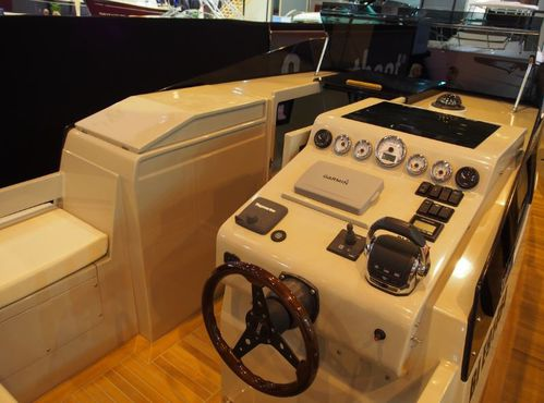 smartboat-39-poste-pilotage.JPG