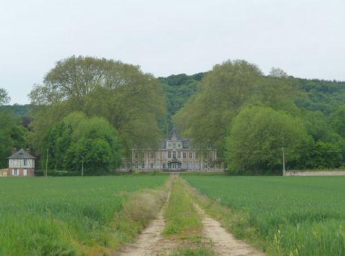 Pinderville-Château-Vue de la Départementale sur la grille