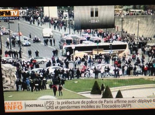 bus destroy by muslim in paris 2013
