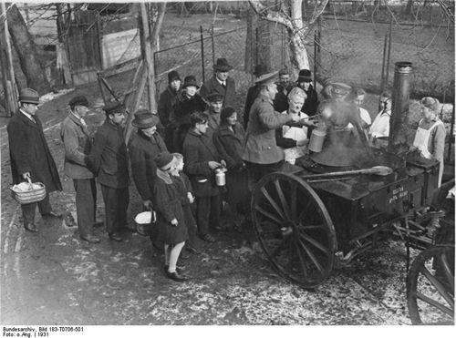 Army-feeds-the-poor--1931-in-Berlin.jpg
