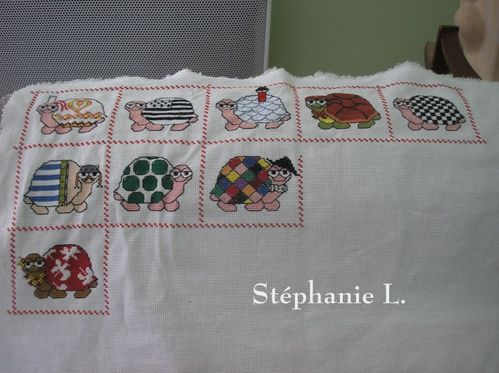 Coussin-tortues-brodees-2-Stephanie-Mamigoz.jpg