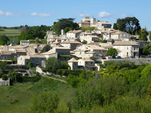 Une vue du village de Murs.