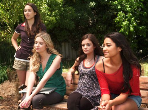 watch-pretty-little-liars-s01e04-online-free--can-you-hea.jpg