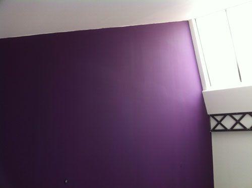 mur violet pour les parents le blog de letrucdelametallurgie. Black Bedroom Furniture Sets. Home Design Ideas