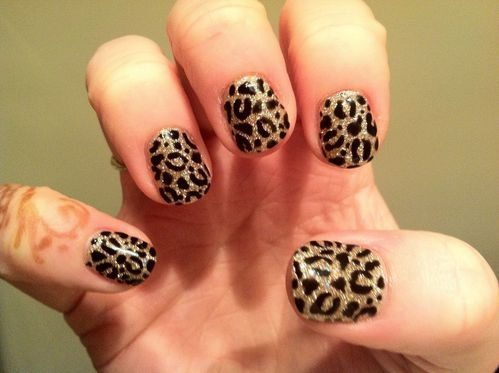 CND-Shellac-and-glitter-leopard-print-Me-2-copia-1.jpg