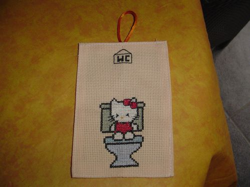 hello-kitty-wc-brode-par-nik-copie-1.jpg