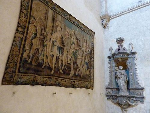 Arles tapisserie d'Aubusson dans cloître Saint Trophime