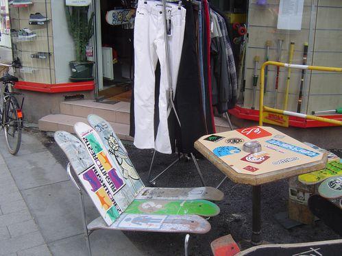 Fauteuils et table, rue de la Roë, Angers