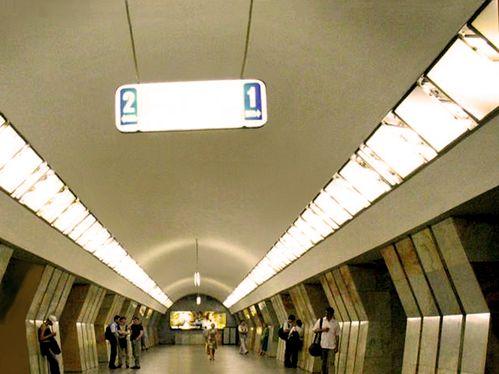 8628 MOSCOU Éclairage Métro