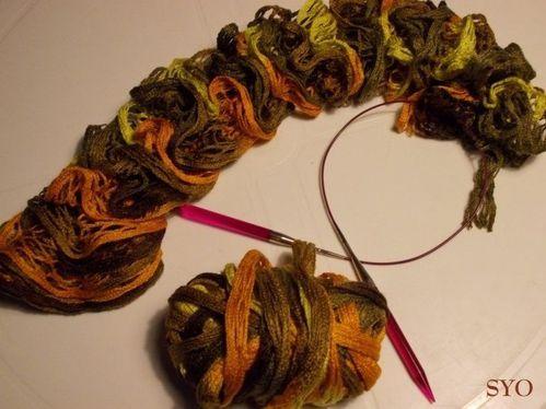 Echarpe-flonflons-d-automne-Mamigoz--4-.JPG