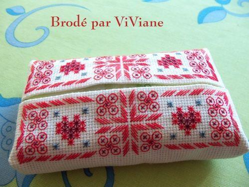 Etui-mouchoirs-brode-fleurs-et-coeurs-2-Viviane-Mamigoz.jpg