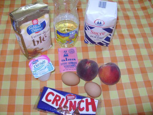 Ingredients-Cake-aux-peches-et-au-Crunch.JPG