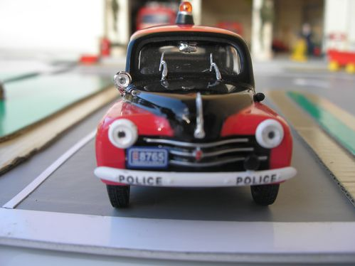 renault 4cv police le blog de ti chef. Black Bedroom Furniture Sets. Home Design Ideas