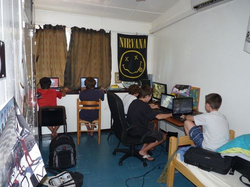 2010-02-13 cyber cafe (2)