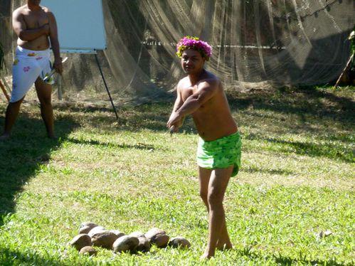 2010-07-14 Jeux traditionnels- Lancer de coco (16)