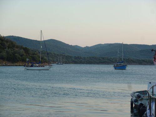 12 nos bateaux depuis taverna
