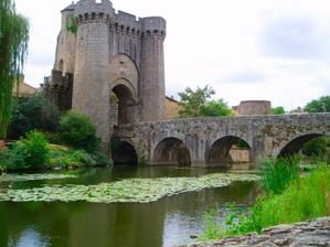 ponts-chateaux-parthenay-france-6977960468-886842.jpg
