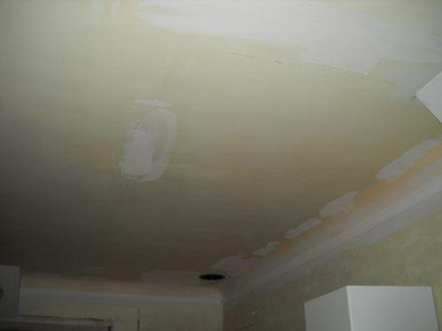 de nouveau de l 39 enduit sur le plafond de la cuisine la maison aux 12 travaux. Black Bedroom Furniture Sets. Home Design Ideas