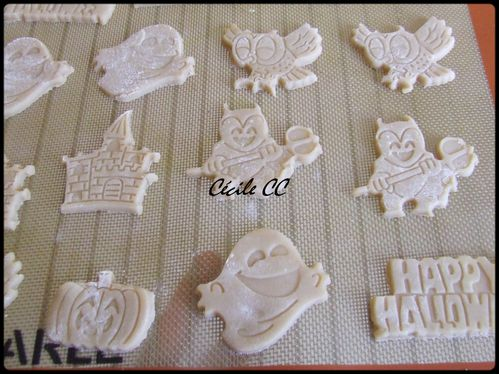 halloween-biscuits-1.jpg