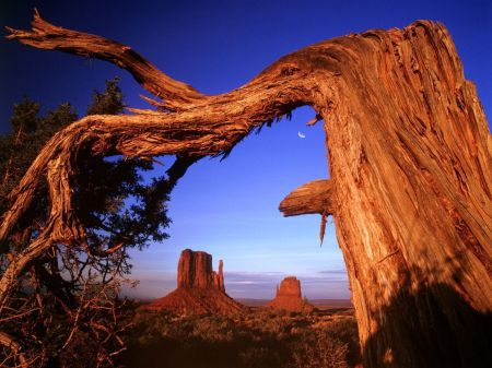 MONUMENT VALLEY LUNE
