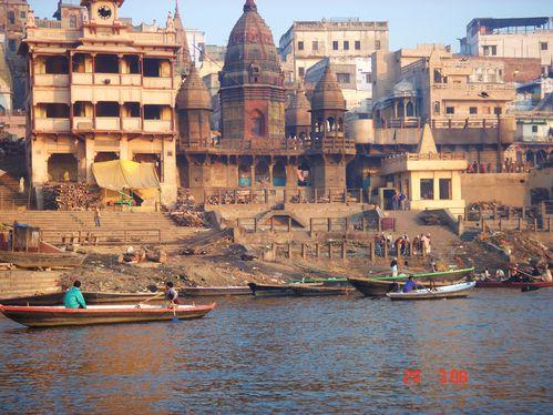 Crematorio a orillas del Ganges