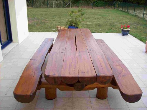 Table bancs d 39 ext rieur en rondins pour 12 personnes for Table exterieur 2 personnes