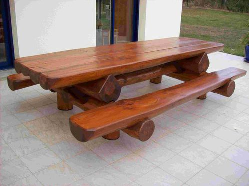 Table bancs d 39 ext rieur en rondins pour 12 personnes for Table en bois avec banc
