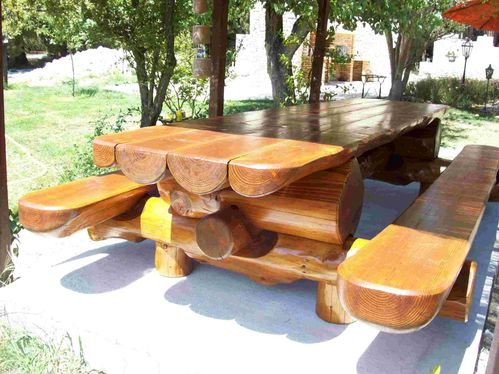 table de jardin en rondins